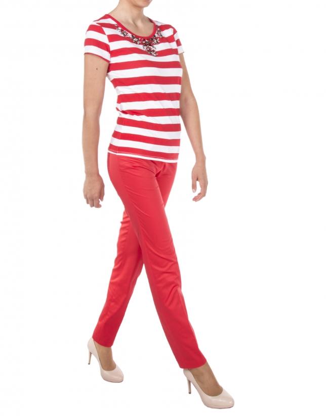T-shirt à rayures rouges