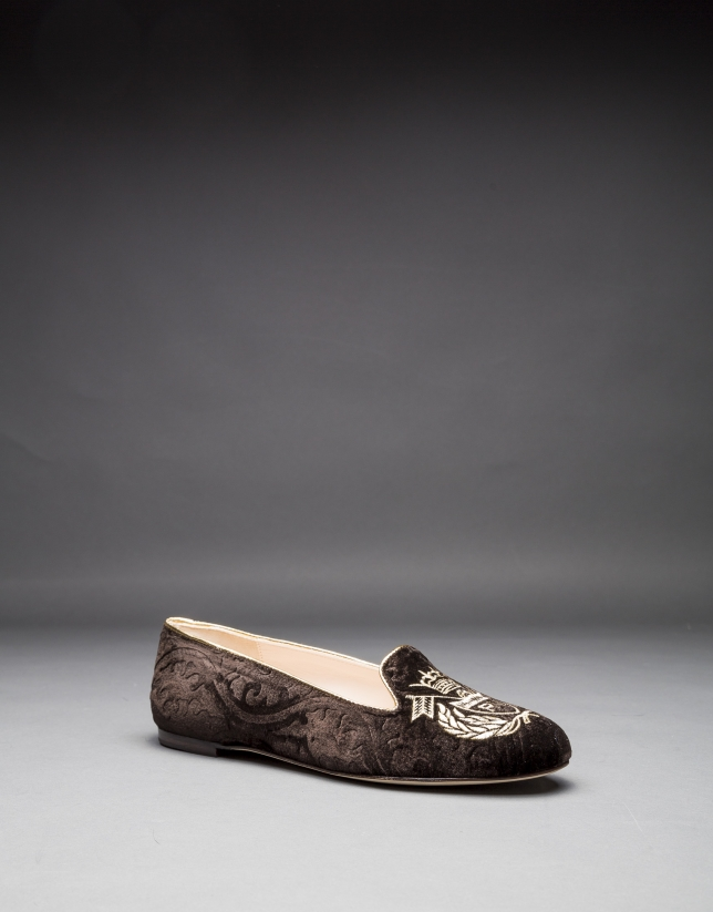 Brown velvet shoes with embroidered RV shield in light gold lurex
