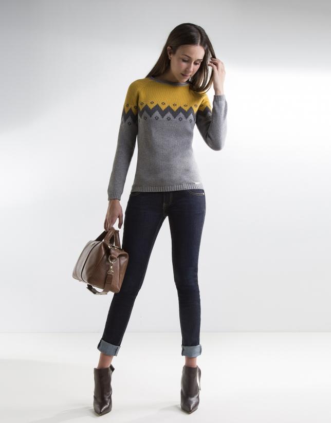 Pull à dessins zig-zag gris et couleur moutarde
