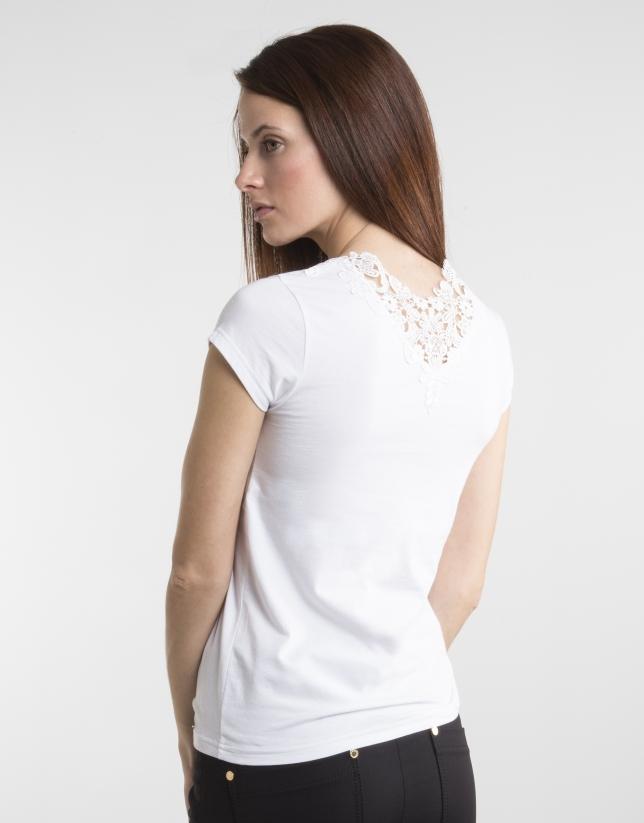 T-shirt blanc crochet