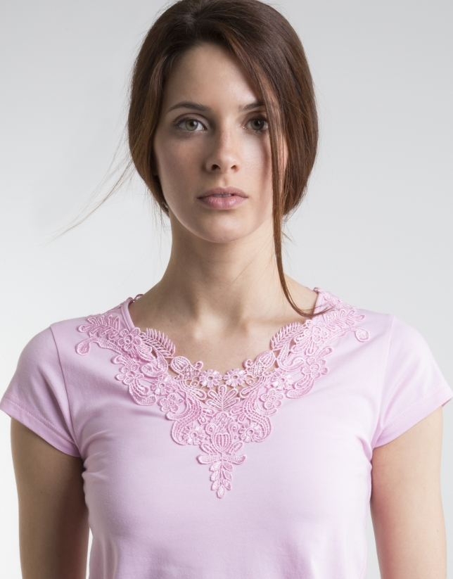 T-shirt rose crochet