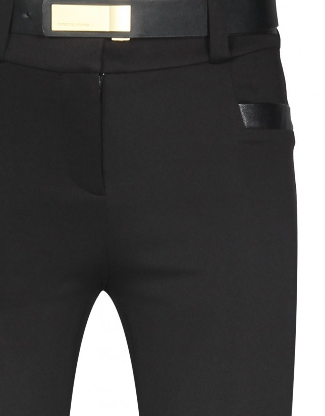 Pantalón punto negro apliques piel