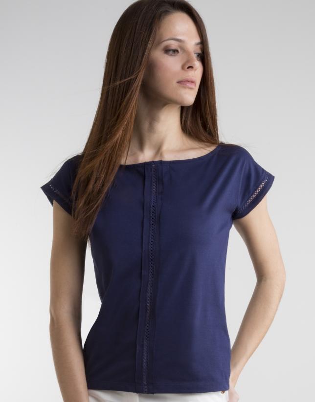 Camiseta entredós azul marino