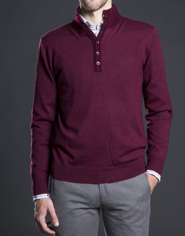 Pull col montant avec boutons grenat