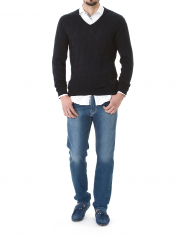 Navy blue jacquard V-neck  sweater