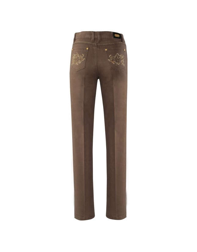 Brown pants with embroidered pockets