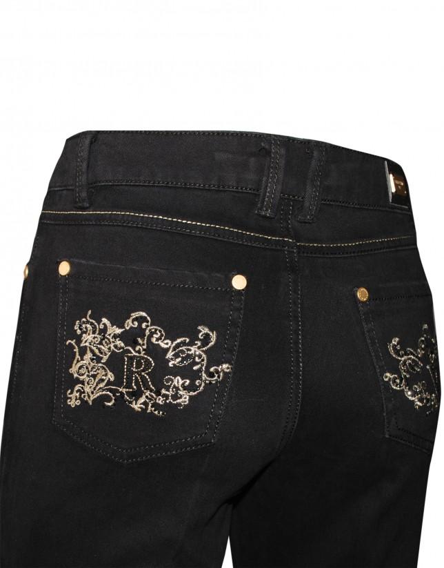 Pantalón negro bordados bolsillos