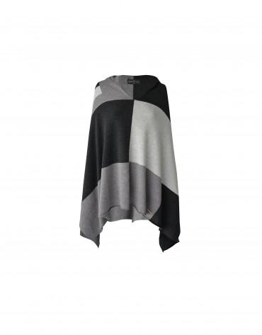 Poncho tricolor negro, gris y blanco