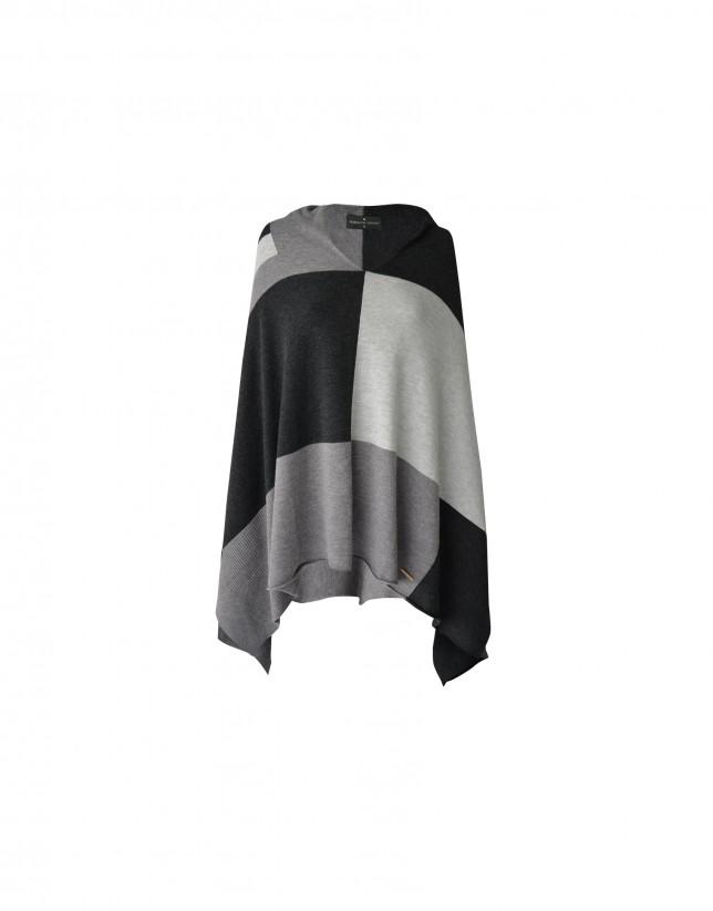 Poncho  tricolor en negro, gris y blanco