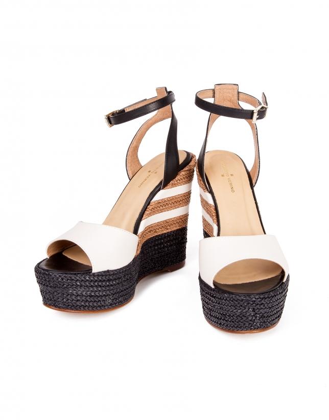Chaussure compensée en cuir tressé