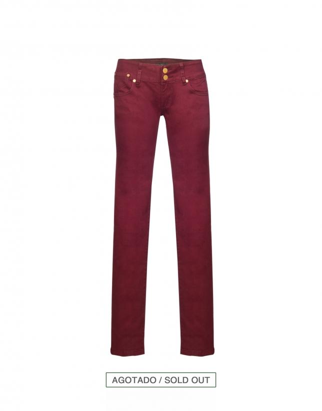 Jeans elásticos burdeos