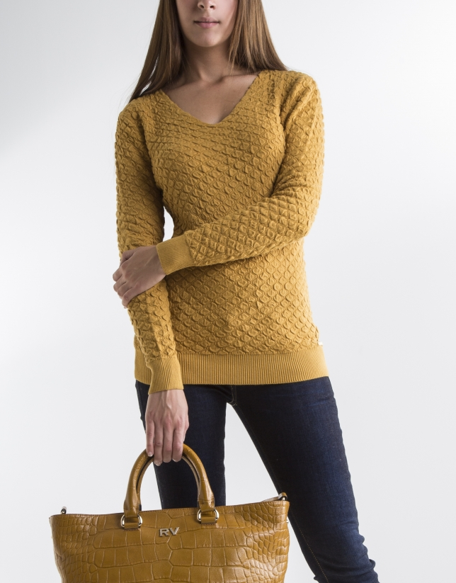 Pull en maille couleur moutarde