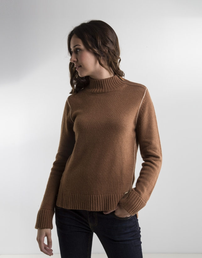 Camel sweater with zipper