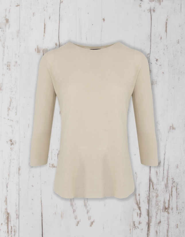 Camel sweater with three quarter sleeves