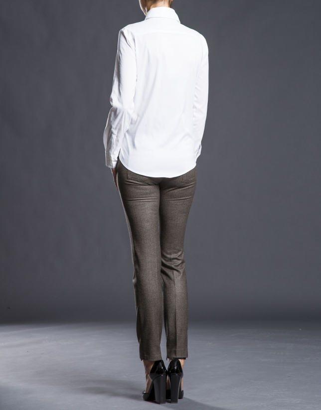 Pantalón pitillo marrón