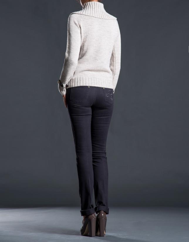 Pantalon jean marron avec fantaisie postérieure