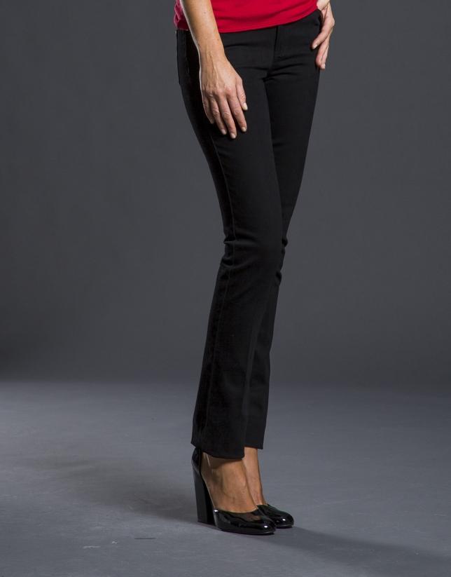 Pantalon jean noir avec fantaisie postérieure