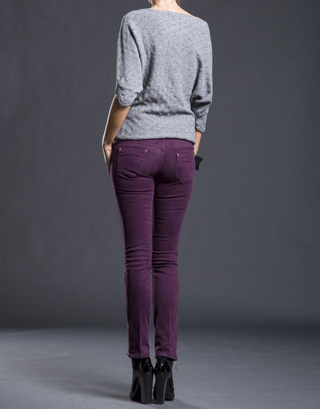 Pantalón berenjena estrecho bolsillos