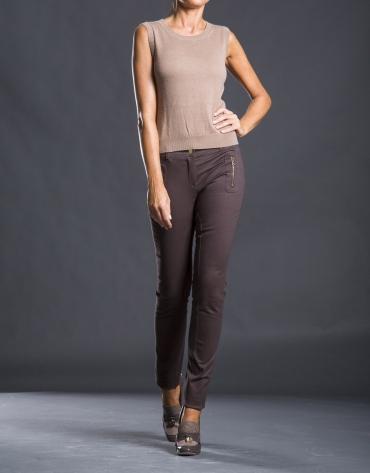 Pantalón marrón estrecho bolsillos