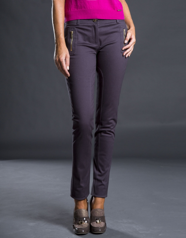 Narrow gray pants with pockets