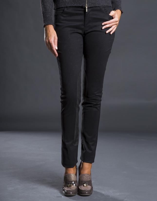 Pantalón negro refuerzo pierna