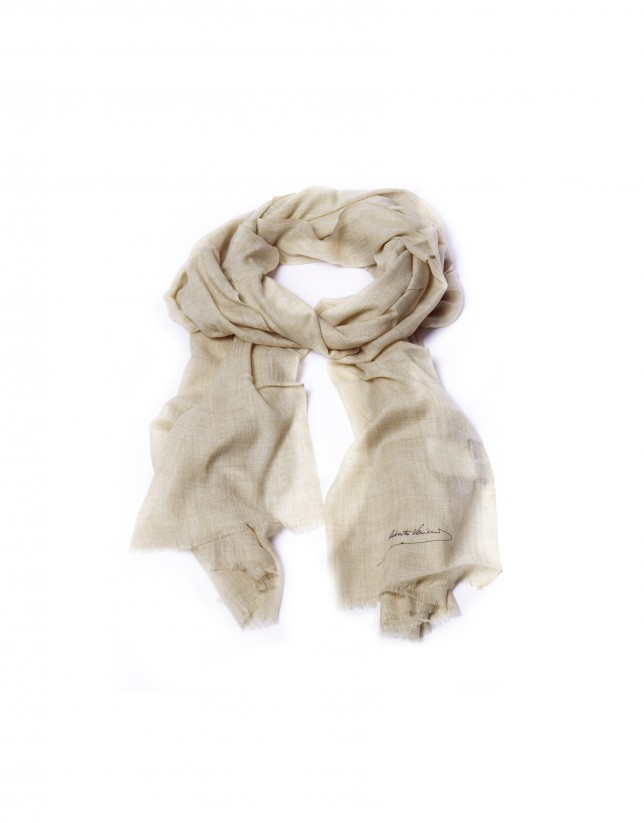 Fringed beige scarf