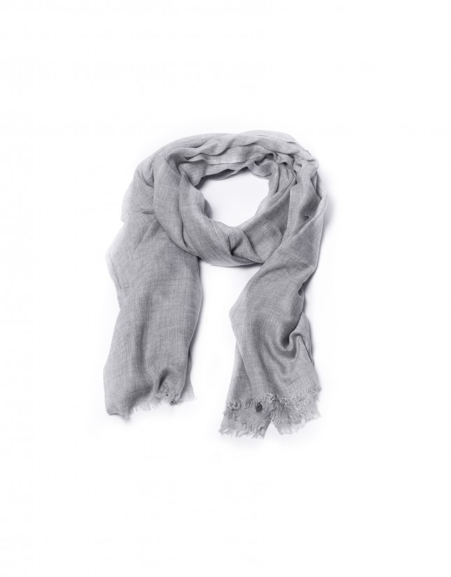 Fringed grey scarf