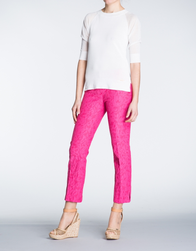 Pantalon droit, tissu de brocard fuschia.