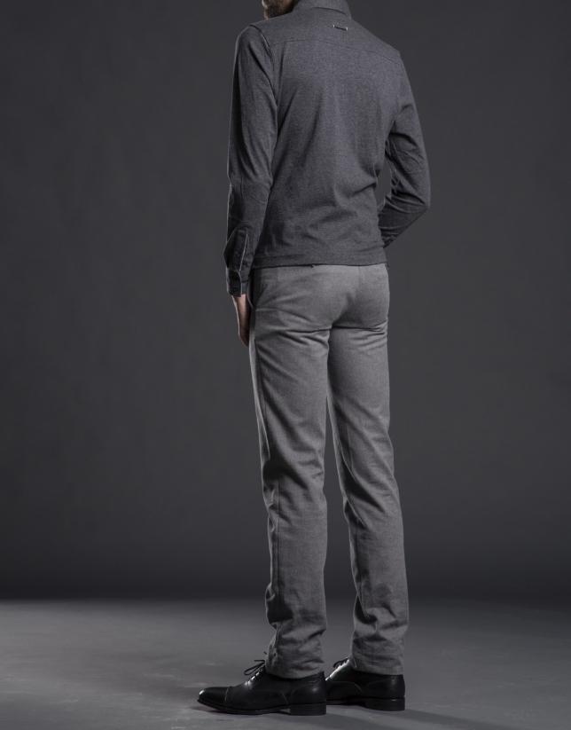 Polo bolsillos pecho gris