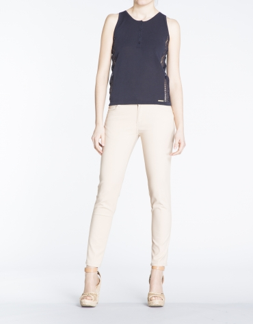 Pantalon stretch écru, 6 poches.