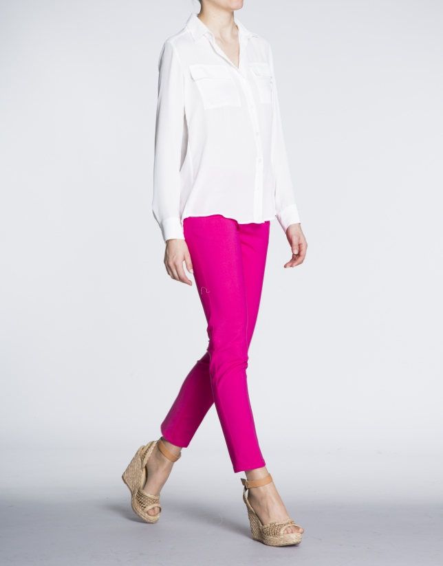 Pantalon stretch fuschia, 6 poches.