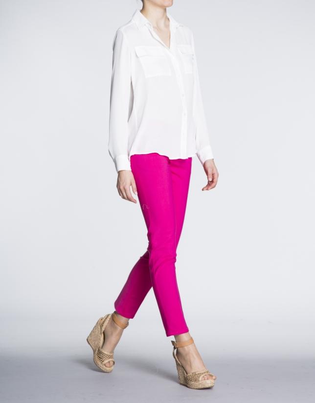 Pantalon stretch fuschia, 6 poches.