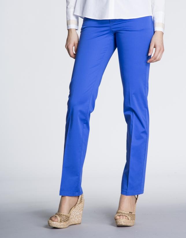 Pantalón algodón recto 5 bolsillos azul Klein.