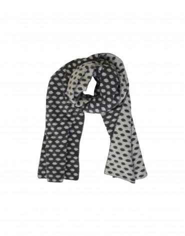 Grey jaquard scarf.