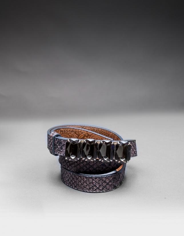 Narrow gray belt