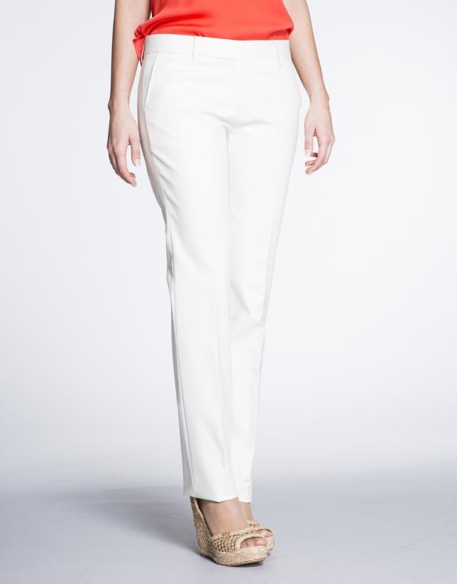 Pantalon droit écru en coton.