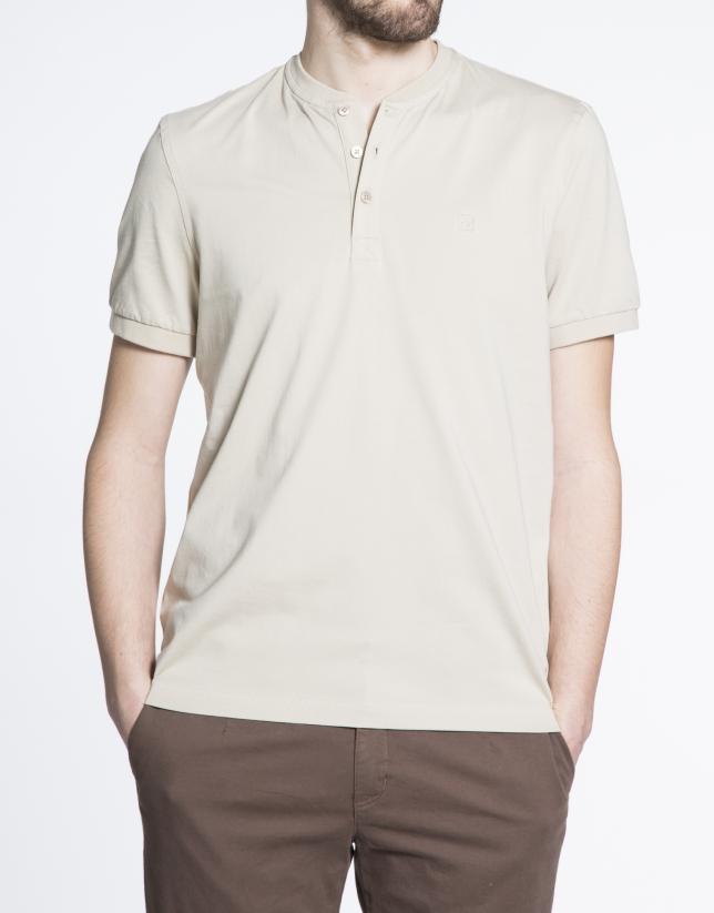 Camiseta lisa arena cuello panadero