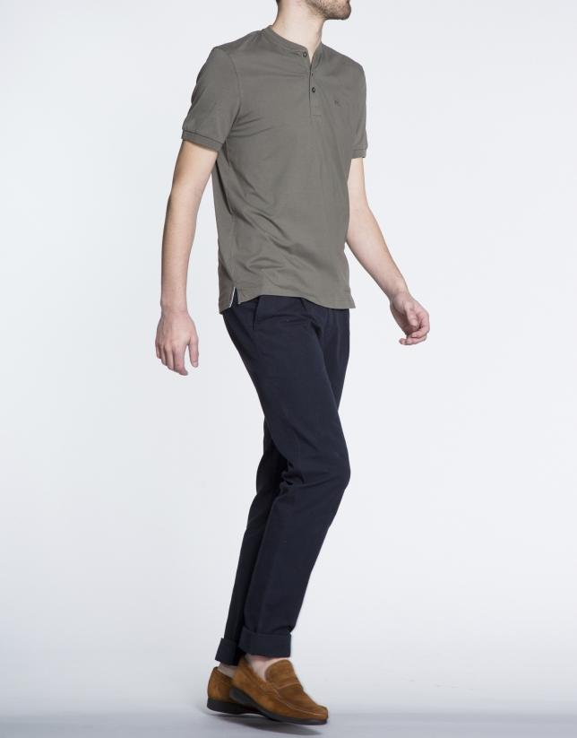 Tee-shirt uni kaki, col boulanger