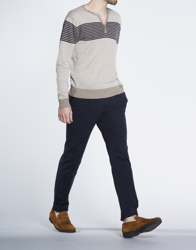 Camiseta tonos naturales rayas cuello panadero
