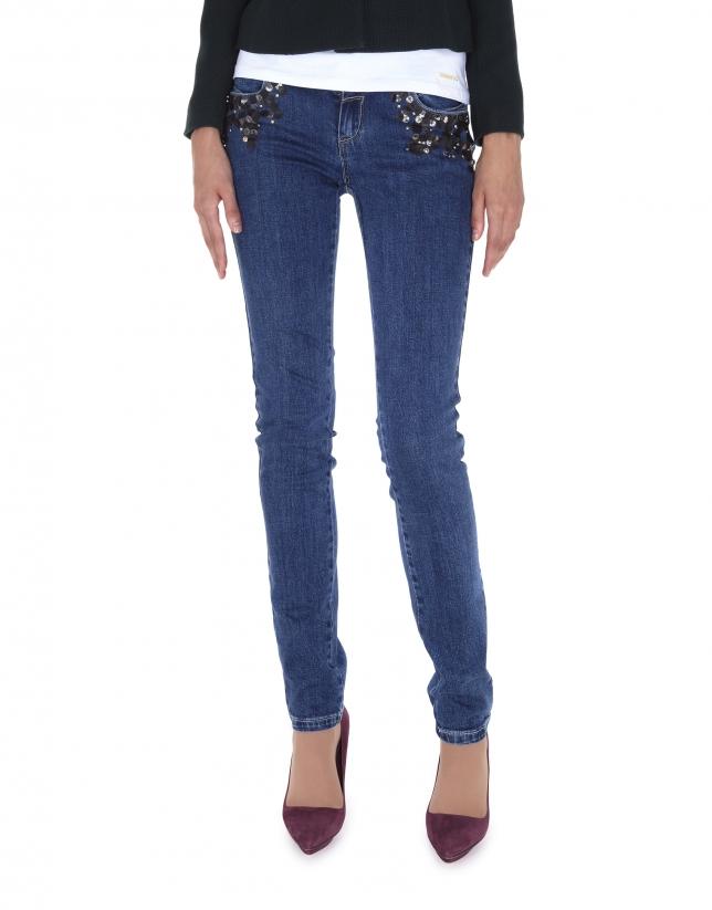 Pantalón vaquero azul gastado apliques lentejuelas en bolsillos