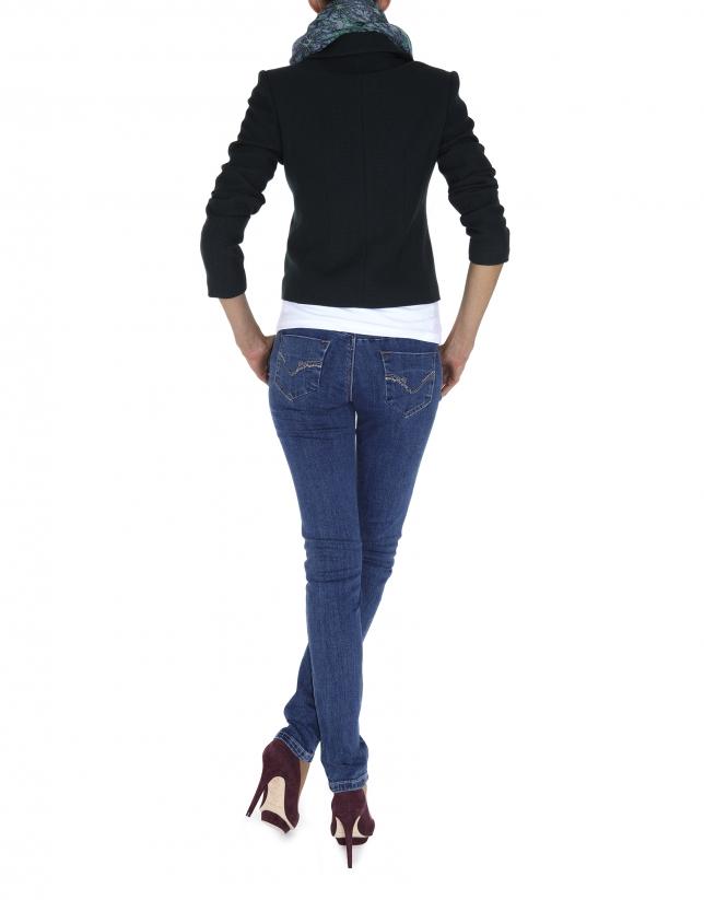 Jean bleu délavé, poches à détails de paillettes