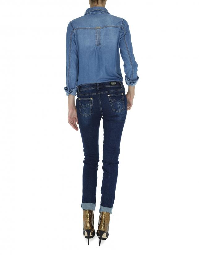 Pantalón vaquero azul gastado bordado dorado en bolsillos