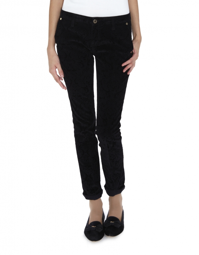 Black corduroy pants with Arabesque embossing