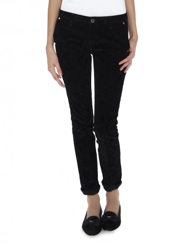 Pantalón negro pana grabada arabescos