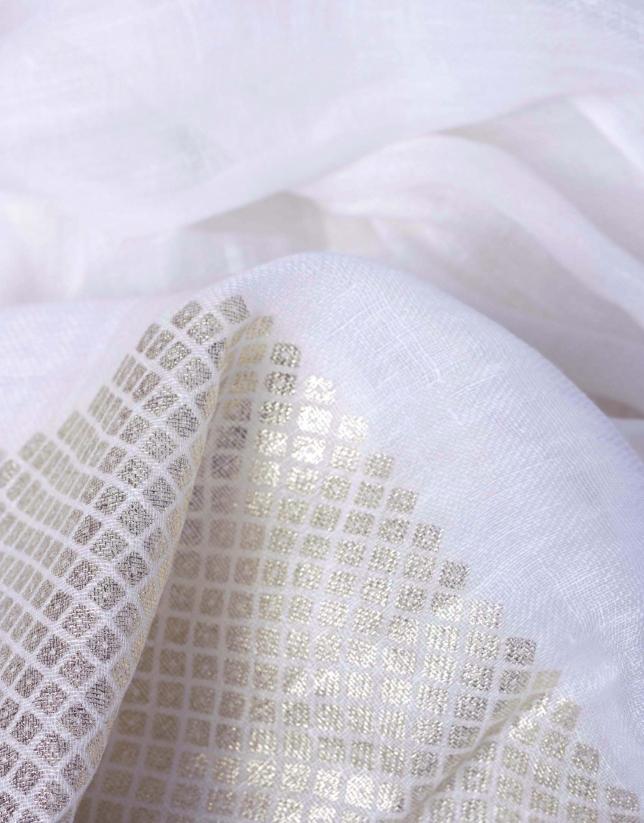 Foulard blanco con greca fantasía dorada
