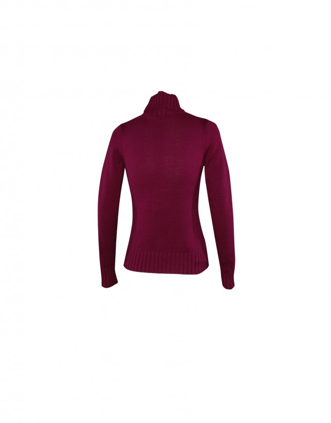 Roll collar pullover in bordeaux