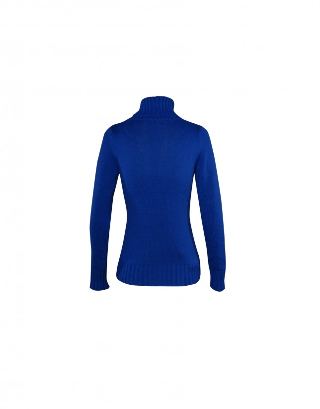 Roll collar pullover in blue