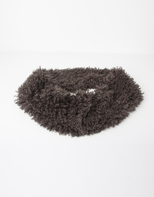 Cuello gris
