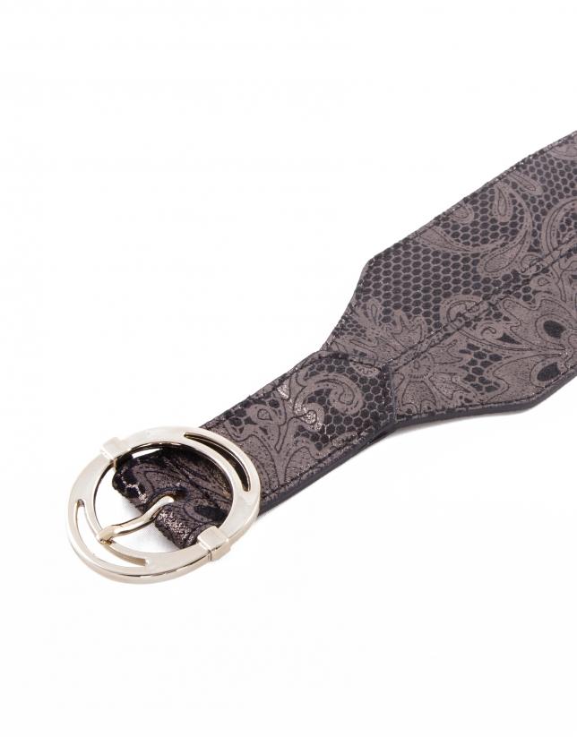 Wide asymmetric belt