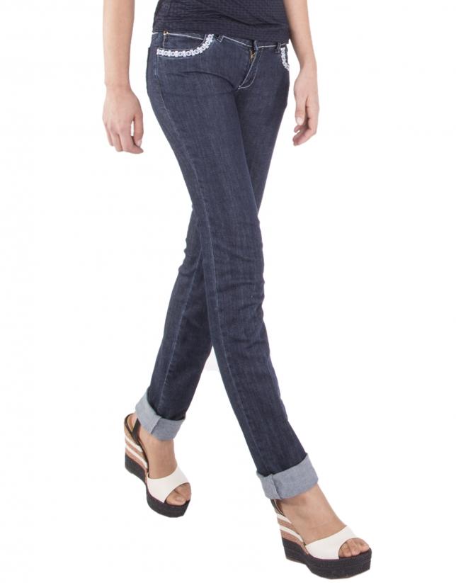 Pantalón denim azul bordado